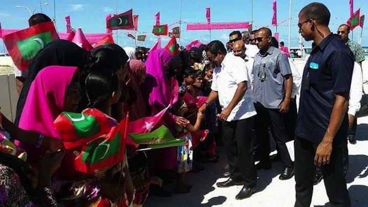 President Yameen promises engine for Dhiggaru during campaign trip