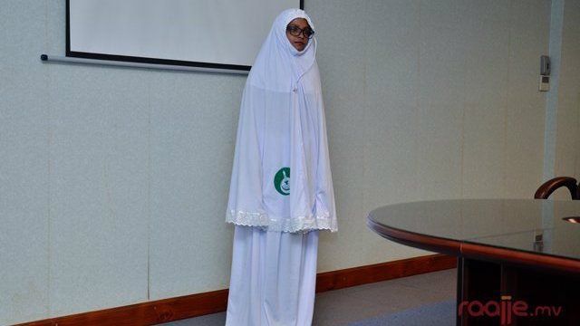 Islamic Ministry unveils special prayer garb for women