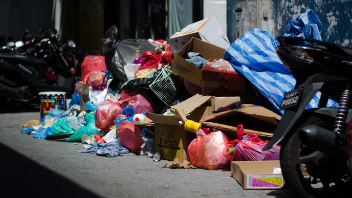 Piles of garbage left on Malé streets